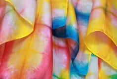 Jedwabniczy tło w wibrujących kolorach tęcza Obraz Stock
