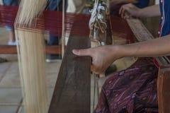 jedwabniczy tkactwo w Tajlandia Zdjęcia Royalty Free