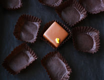 Jedyny pozostały czekoladowy praline Zdjęcia Stock