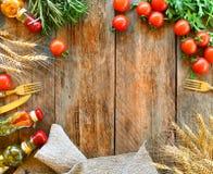 Jedzenia ramowy tło z kopii przestrzenią Nieociosany włoski kuchni tło zdjęcie stock