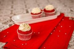 Jedzenie Czerwoni Aksamitni filiżanka torty! Obraz Royalty Free
