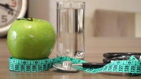 Jedzenie dla zdrowego Apple, woda i stetoskop, zdjęcie wideo