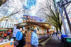 Jedzenie fury w w centrum Portland i ciężarówki Zdjęcia Royalty Free