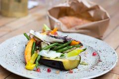 Jedzenie na talerzu, Piec na grillu warzywa Obraz Stock
