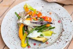 Jedzenie na talerzu, Piec na grillu warzywa Obraz Royalty Free