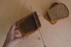 Jedzenie piękny skład chleb, mąka i ucho na drewnianym tle, Obrazy Royalty Free