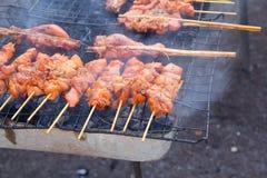 Jedzenie, piec na grillu kurczak. obraz stock