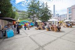 Jedzenie przewozi samochodem w miasto kwadracie Zdjęcia Royalty Free