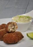 Jedzenie scrimp croquette z mayonnaisse zdjęcie stock