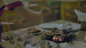 Jedzenie smaży na stole zbiory