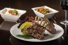Jedzenie: stojak jagnięcy kotleciki obraz stock