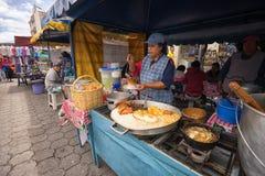 Jedzenie stojak na ulicie w Otavalo Ekwador Fotografia Royalty Free