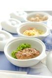 Jedzenie w tacach dla pacjentów Fotografia Royalty Free