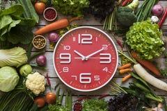 Jedzenie zegar pojęcia zdrowe jedzenie Zdjęcia Royalty Free