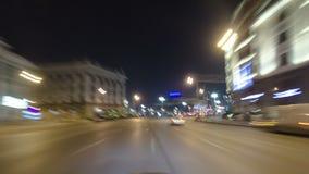 Jedzie przez ruchu drogowego samochody w Moskwa mieście zbiory wideo