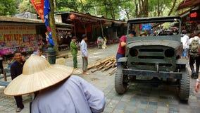 Jeep americana alla pagoda del profumo a Hanoi Fotografia Stock