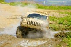 Jeep Cherokee in een offroad ras Royalty-vrije Stock Fotografie