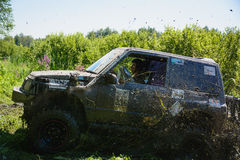 Jeep in de modder Stock Afbeeldingen