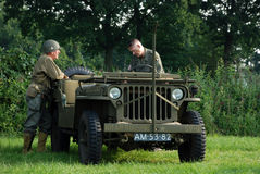 Jeep de Willy con los soldados Imagen de archivo libre de regalías