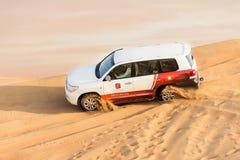 Jeep in de woestijn Stock Foto's