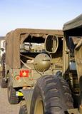 Jeep del ejército en el camino a varar Foto de archivo libre de regalías