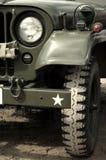 Jeep der AMERIKANISCHEN Armee in der Wüste Lizenzfreies Stockbild
