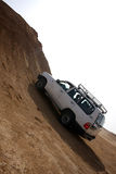 Jeep in der Steinwüste Stockfoto