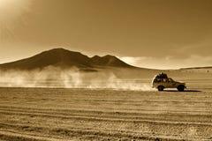 Jeep in der Wüste Lizenzfreie Stockfotografie