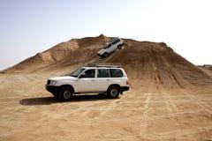 Jeep deux dans le désert Photographie stock