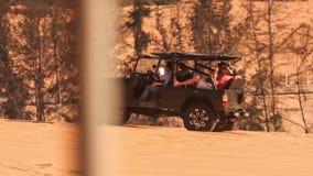 Jeep Does Sand Drag Racing en dunes de sable blanches clips vidéos