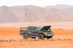 Jeep en désert de Wadi Rum, Jordanie image stock