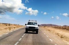 Jeep en el camino Foto de archivo