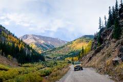 Jeep en el camino Fotografía de archivo libre de regalías