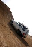 Jeep en el desierto de piedra Foto de archivo