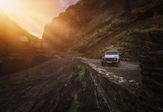 Jeep en la costa costa Foto de archivo libre de regalías