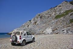 Jeep en la playa Imagenes de archivo