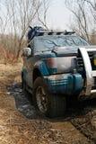 Jeep erhält im Schlamm gehaftet Stockfoto