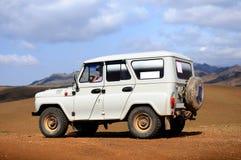 Jeep im Gobi, Mongolei Lizenzfreie Stockfotos