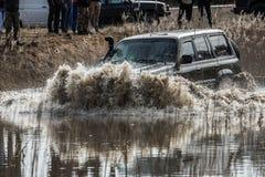 Jeep im Wasser Stockbilder