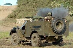 Jeep militare, soldati all'interno fotografie stock libere da diritti