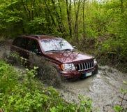 Jeep in modder stock foto's