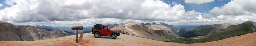 Jeep op de Pas Stock Fotografie