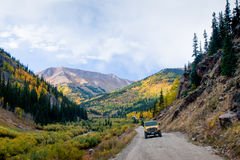 Jeep op de weg Royalty-vrije Stock Fotografie