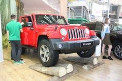 Jeep på den Belgrade Car Show Arkivbilder