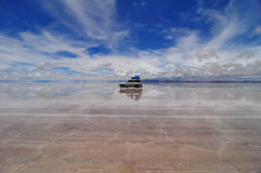 Jeep reflected in Salar de Uyuni Royalty Free Stock Photos