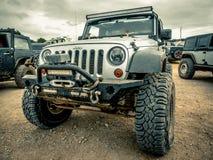 Jeep Rock Crawling orange images libres de droits