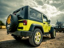 Jeep Rock Crawling orange photo libre de droits