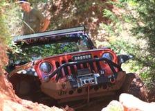 Jeep rojo en Oklahoma del parque del camino Imágenes de archivo libres de regalías