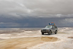 Jeep in the salt lake salar de uyuni, bolivia Stock Images