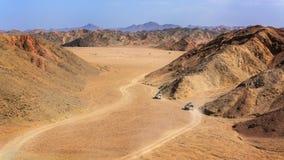 Jeep twee in de woestijn royalty-vrije stock afbeeldingen